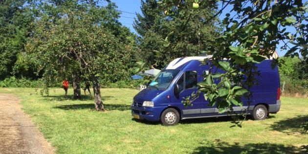 Kampeerbus van Agnes geeft het ultieme reisgeluk (en hij is nog te koop ook)