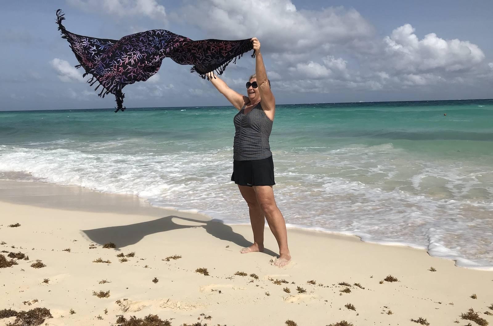 Jeanette is blij, want de stranden in Mexico zijn weer open!